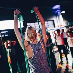personas en una clase dirigida en gimnasio activa't